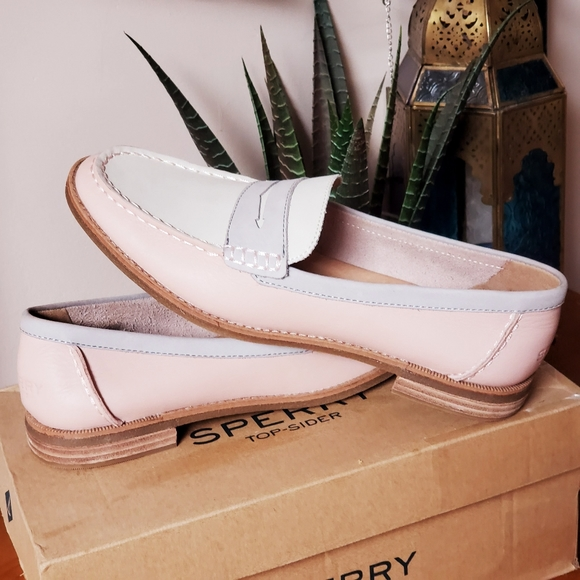 Womans Sperry shoes